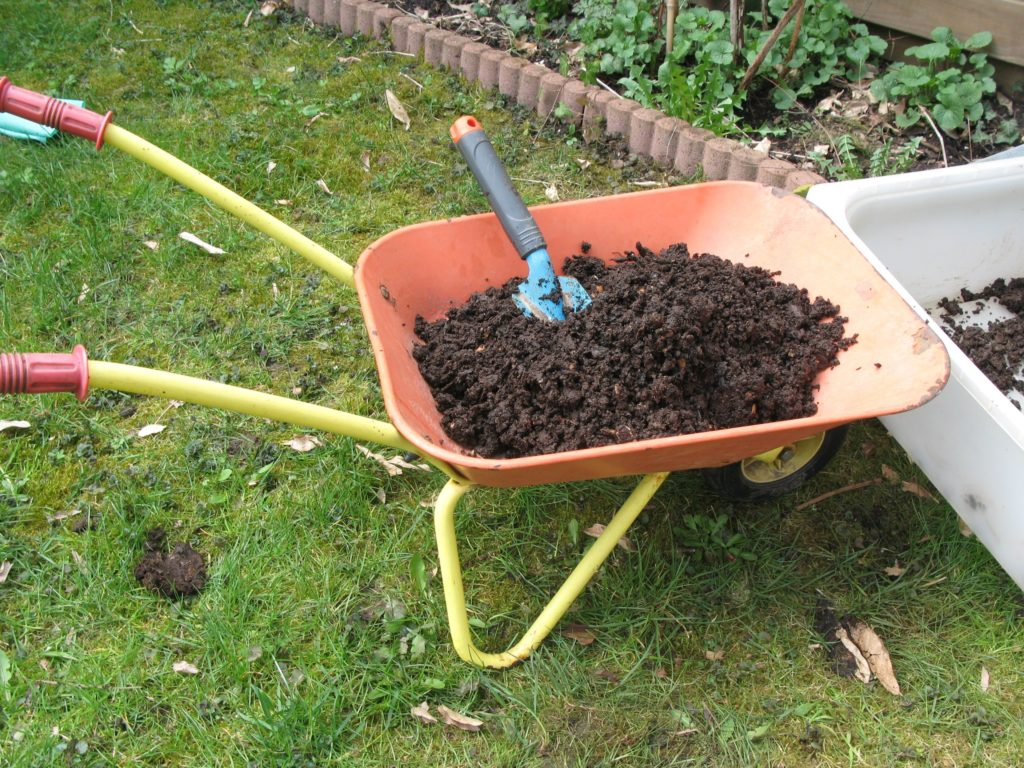 substrato 1024x768 - Como Fazer uma Horta Orgânica de Temperos