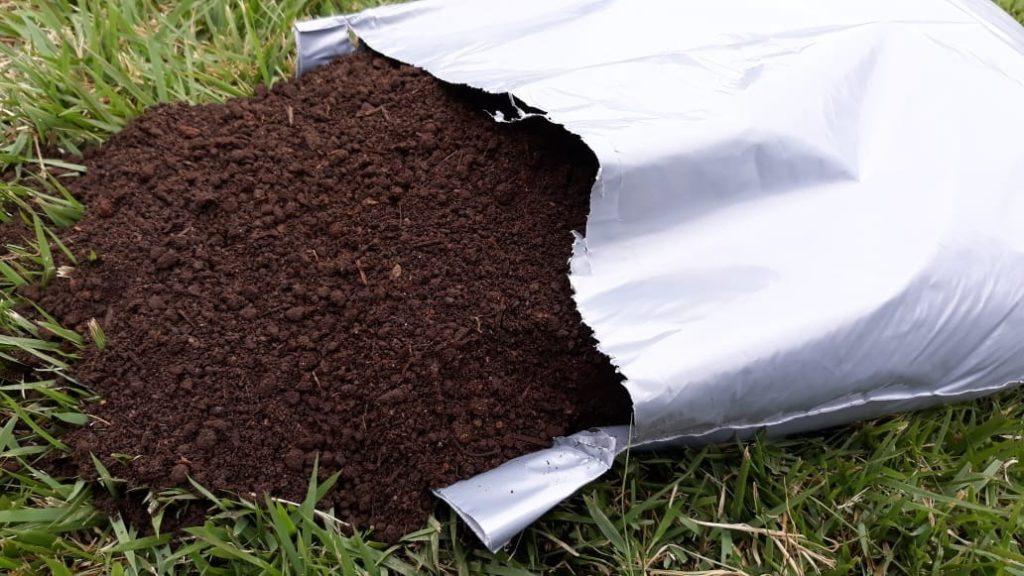 terra vegetal 1024x576 - Substrato para plantas: Afinal o que é substrato?