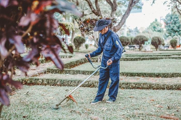 jardineiro 4 - SERVIÇO DE JARDINAGEM | 6 DICAS para Você Contratar